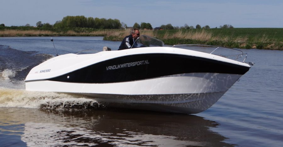 king 550 open - in het water